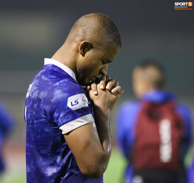 Sống trong 10 phút cuối nghẹt thở, fan khóc nức nở khi Nam Định được ở lại V.League - Ảnh 13.