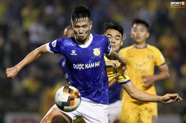 Sống trong 10 phút cuối nghẹt thở, fan khóc nức nở khi Nam Định được ở lại V.League - Ảnh 8.
