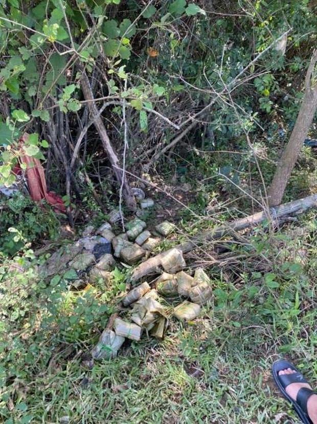 Thủy Tiên lên tiếng về vụ cán bộ thôn thu lại 400 triệu đồng cứu trợ, làm rõ chuyện bà con chê bánh chưng gây xôn xao - Ảnh 4.