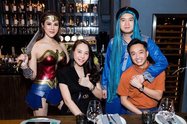 Dàn sao hoá trang Halloween trong tiệc sinh nhật nhà Diệp Lâm Anh: Kỳ Duyên - Minh Triệu sexy, vợ chồng Cường Đô La cũng có mặt - Ảnh 2.