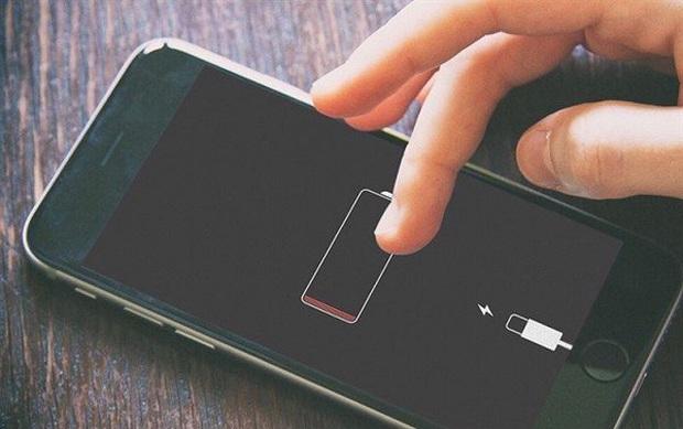 Đọ dung lượng pin từ iPhone 7 đến iPhone 12, kẻ bá đạo bất ngờ lại là mẫu bị khai tử - Ảnh 1.