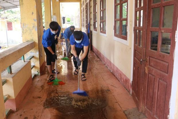 Học sinh vùng lũ sẽ được giãn chương trình học - Ảnh 1.