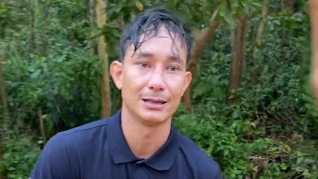 Tức tốc về Trà Leng khi nghe tin sạt lở núi vùi lấp cả làng, người đàn ông bật khóc xin đi nhờ tới bệnh viện gặp vợ con: Em không cần tiền, cho em xin xe đi thôi - Ảnh 2.
