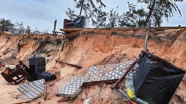 Bão tan lũ rút, bờ biển Thừa Thiên Huế tan hoang chưa từng thấy - Ảnh 4.