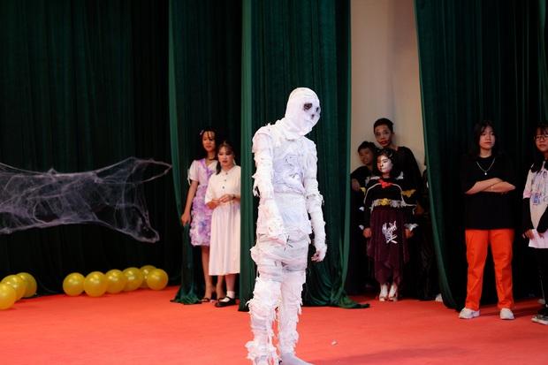 Những màn hóa trang siêu dị của học sinh ngày Halloween, thầy cô cũng lầy lội chẳng kém - Ảnh 7.