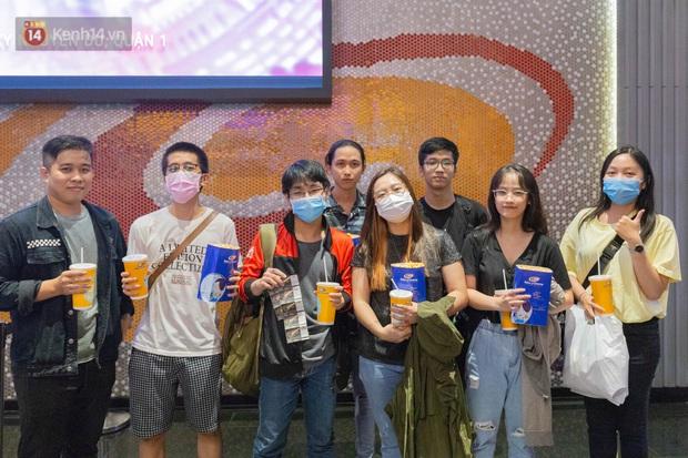 Giới trẻ Sài Gòn, Hà Nội tưng bừng dự offline xem CKTG 2020, chờ SofM viết nên lịch sử - Ảnh 6.