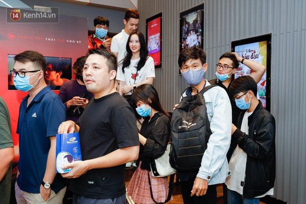 Giới trẻ Sài Gòn, Hà Nội tưng bừng dự offline xem CKTG 2020, chờ SofM viết nên lịch sử - Ảnh 2.