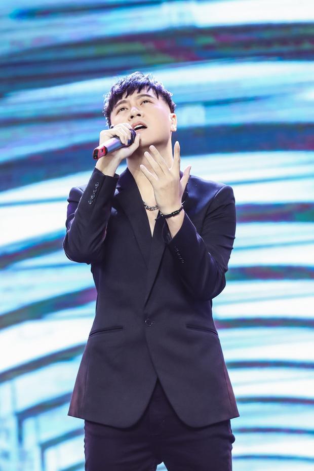 Ngô Kiến Huy mở tiệm giặt ủi trên sân khấu, Đức Phúc rực đỏ, K-ICM và APJ khẳng định giọng hát live sau loạt ồn ào - Ảnh 3.
