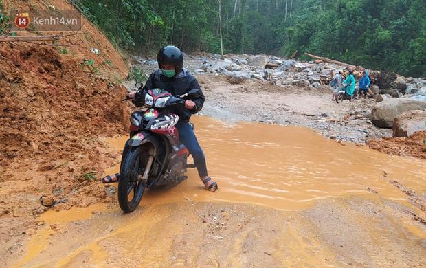 Mưa lớn khiến nhiều nơi ở Trà Leng sạt lở trở lại, đưa chuyên gia địa chất đến hỗ trợ tìm người mất tích - Ảnh 2.