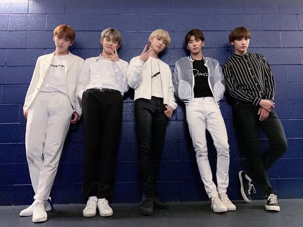 Nhóm nhạc em trai BTS gây sốt với tỷ lệ cơ thể cực đỉnh, toàn chân phái đúng nghĩa khiến dân mạng phát cuồng - Ảnh 6.