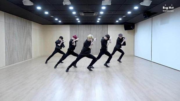 Nhóm nhạc em trai BTS gây sốt với tỷ lệ cơ thể cực đỉnh, toàn chân phái đúng nghĩa khiến dân mạng phát cuồng - Ảnh 13.