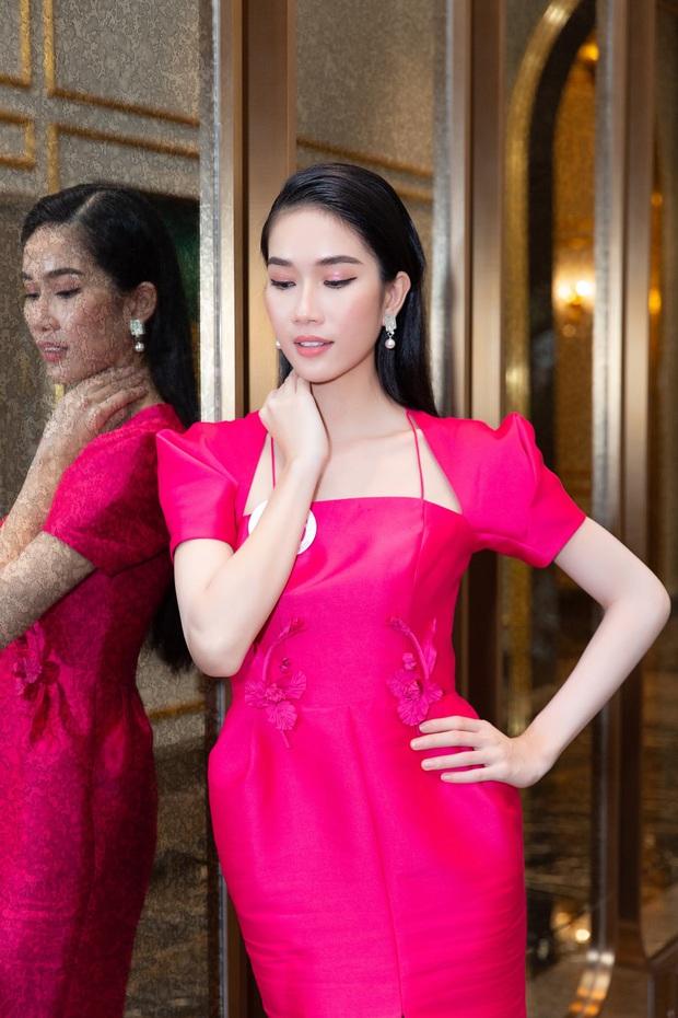 2 gái xinh RMIT lọt vào bán kết Hoa hậu Việt Nam: Người du học Anh năm 16 tuổi, người giành học bổng đại học toàn phần  - Ảnh 2.