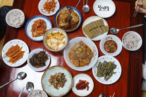 Không thua kém gì Việt Nam, người Hàn Quốc cũng có rất nhiều thủ tục trên bàn ăn - Ảnh 2.