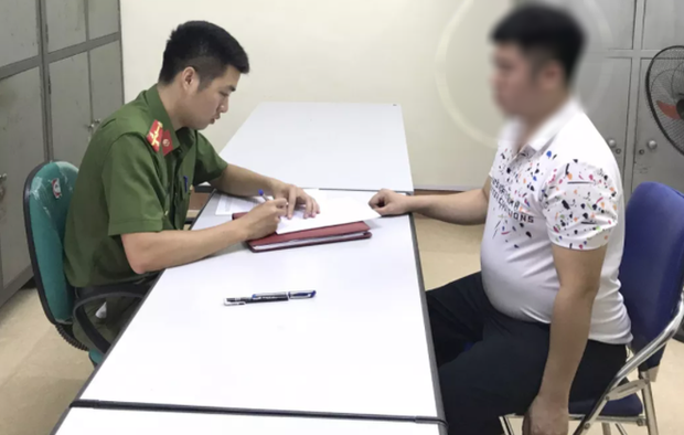 Người đàn ông đánh bé gái 2 tuổi trong trường mầm non ở Lào Cai ra công an trình diện - Ảnh 1.