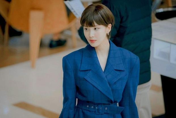 """3 lý do hóng Private Lives: Seo Hyun đổi vai như tắc kè hoa, cùng Go Kyung Pyo """"gài hàng"""" nhau liên miên nhưng vẫn tình bể bình - Ảnh 6."""