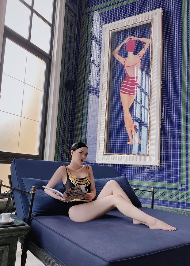 Con dâu ông trùm điện tử Sài Gòn khoe dáng cực gắt với bikini, sexy hết biết  - Ảnh 2.