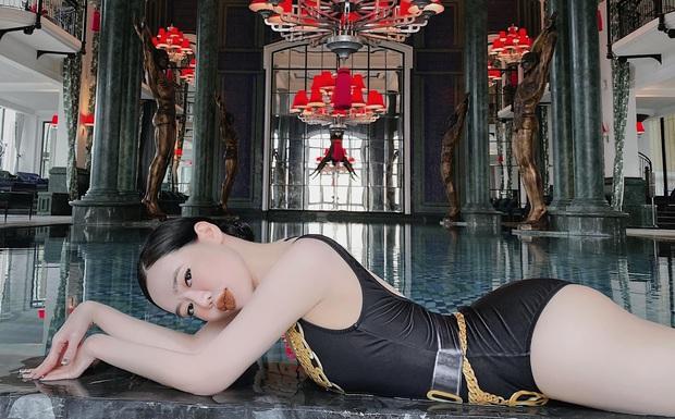 Con dâu ông trùm điện tử Sài Gòn khoe dáng cực gắt với bikini, sexy hết biết  - Ảnh 3.