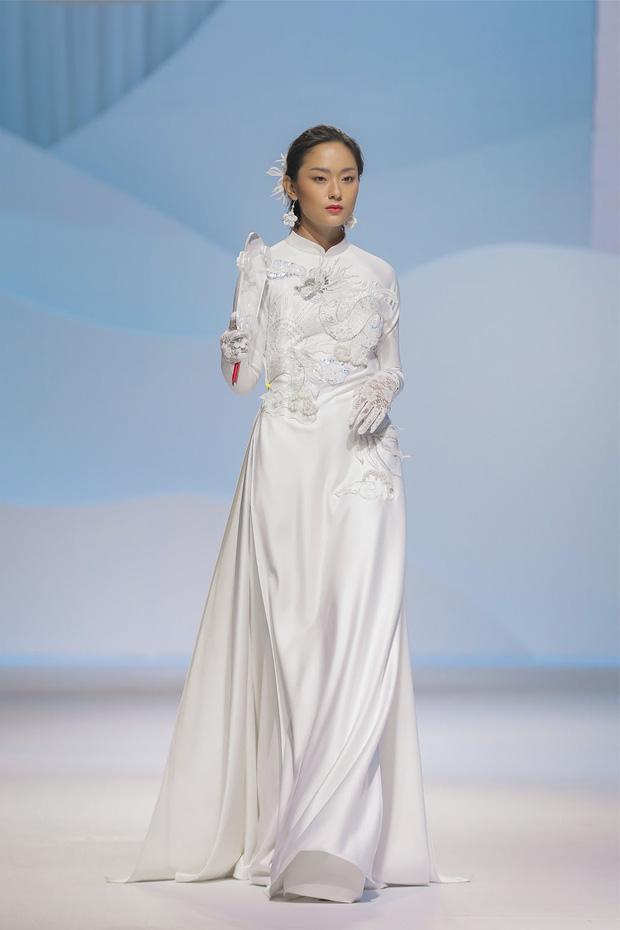 Show áo dài của Thủy Nguyễn: Mẫn Tiên, Trà Long đọ sắc nhưng chưa choáng bằng gương mặt first face - Ảnh 3.