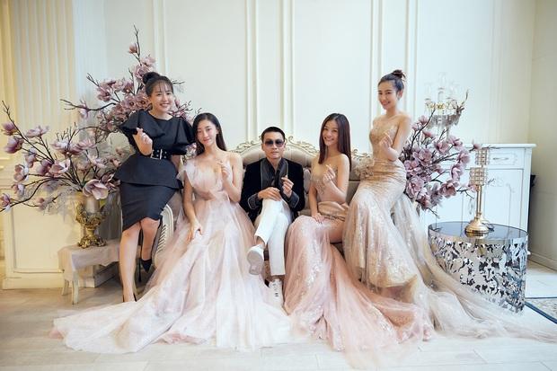 Khoảnh khắc hội ngộ gây sốt: Wowy (Rap Việt) gặp Lona (King Of Rap) và Hoa hậu Lương Thùy Linh, e ấp giữa cả bầu trời visual - Ảnh 3.
