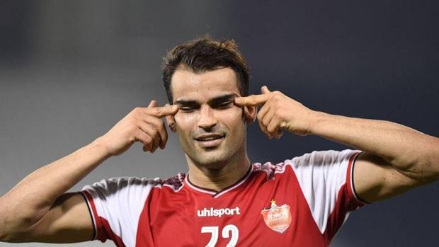 Cầu thủ Iran sốc khi bị cấm thi đấu 6 tháng vì màn ăn mừng tưởng nhớ cháu trai quá cố - Ảnh 1.