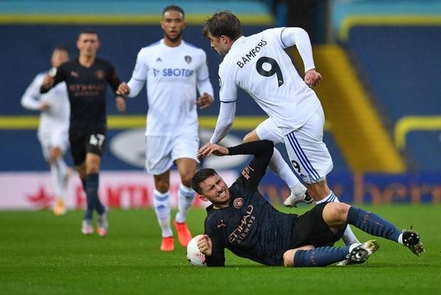 Hàng thủ tiếp tục mắc lỗi, ông lớn Man City hòa thất vọng trước tân binh Leeds - Ảnh 1.
