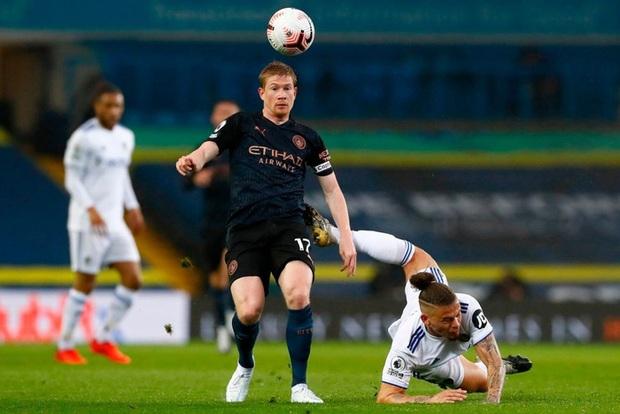 Hàng thủ tiếp tục mắc lỗi, ông lớn Man City hòa thất vọng trước tân binh Leeds - Ảnh 2.
