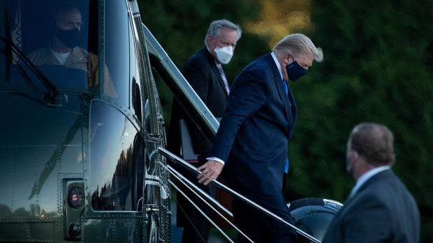 CNN: Tổng thống Donald Trump phải miễn cưỡng nhập viện vì Covid-19, nhiều tin đồn về tình trạng sức khỏe - Ảnh 1.