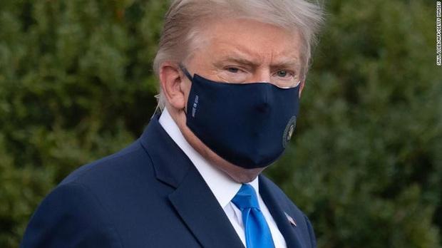 CNN: Tổng thống Donald Trump phải miễn cưỡng nhập viện vì Covid-19, nhiều tin đồn về tình trạng sức khỏe - Ảnh 2.