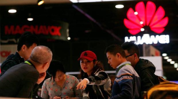 Lệnh hạn chế nhắm vào Huawei sẽ tạo cơ hội hoàn hảo thúc đẩy doanh số iPhone - Ảnh 2.