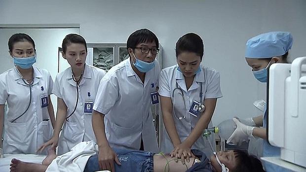 Lửa Ấm no gạch dù mới lên sóng 2 tập: Vừa mệt mỏi màn nhả thoại nghe như đọc, lúc thì sốt ruột dùm bệnh nhân đang cơn nguy kịch - Ảnh 2.