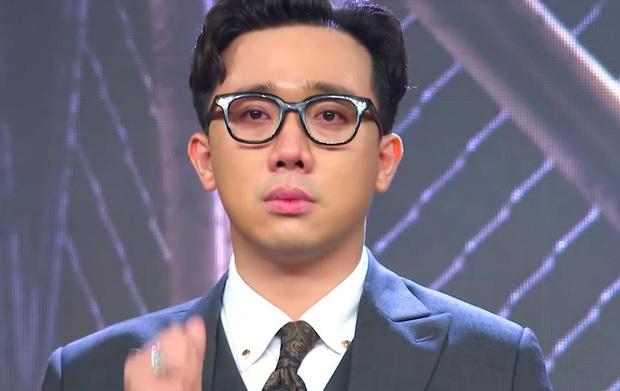 Trấn Thành nhiều lần rơi nước mắt tại Rap Việt, khán giả tặng luôn rap name Thành Cry - Ảnh 1.
