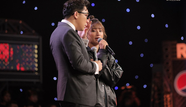 Trấn Thành nhiều lần rơi nước mắt tại Rap Việt, khán giả tặng luôn rap name Thành Cry - Ảnh 2.