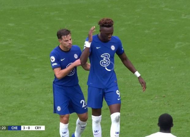 Cầu thủ Chelsea tấu hài cực mạnh với màn tranh nhau đá phạt đền - Ảnh 3.