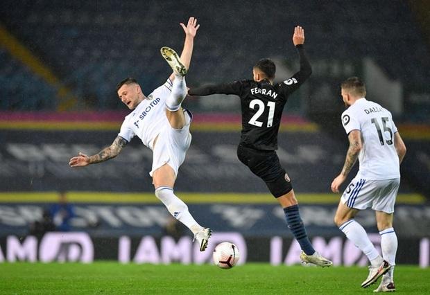 Hàng thủ tiếp tục mắc lỗi, ông lớn Man City hòa thất vọng trước tân binh Leeds - Ảnh 4.