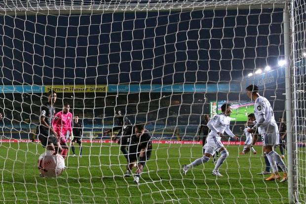 Hàng thủ tiếp tục mắc lỗi, ông lớn Man City hòa thất vọng trước tân binh Leeds - Ảnh 6.