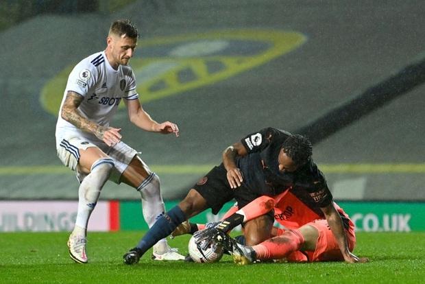 Hàng thủ tiếp tục mắc lỗi, ông lớn Man City hòa thất vọng trước tân binh Leeds - Ảnh 8.