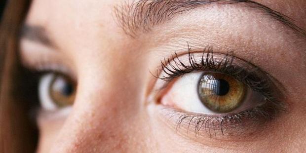Có 4 phần cơ thể chuyển sang màu đen và 2 phần bốc mùi hôi thối là dấu hiệu hàng đầu cảnh báo bệnh gan - Ảnh 1.