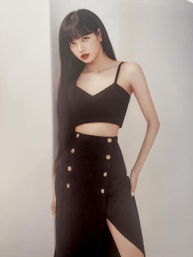 Đẳng cấp đại sứ của Lisa: Biến chiếc váy kín bưng tẻ nhạt thành sexy khó cưỡng, đè bẹp người mẫu runway - Ảnh 1.