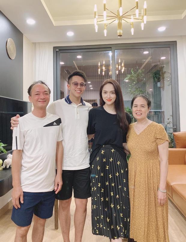 Đi chơi sang chảnh mãi, Hương Giang và Matt Liu nay quay 180 độ tíu tít hẹn hò ở vỉa hè - Ảnh 6.