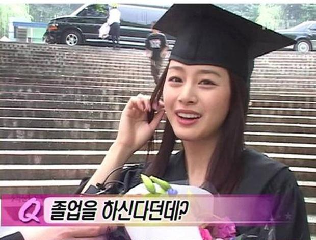 Tìm ra nữ idol có ảnh đi học đánh bật Kim Tae Hee ngày xưa: Nữ thần học đường là đây, để mặt mộc vẫn nổi trong mọi khung hình - Ảnh 15.