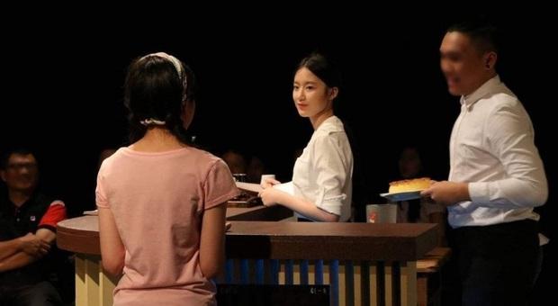 Tìm ra nữ idol có ảnh đi học đánh bật Kim Tae Hee ngày xưa: Nữ thần học đường là đây, để mặt mộc vẫn nổi trong mọi khung hình - Ảnh 13.