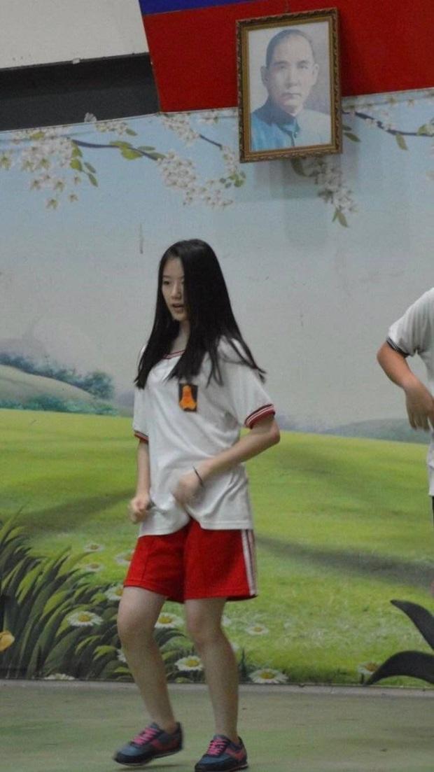 Tìm ra nữ idol có ảnh đi học đánh bật Kim Tae Hee ngày xưa: Nữ thần học đường là đây, để mặt mộc vẫn nổi trong mọi khung hình - Ảnh 11.