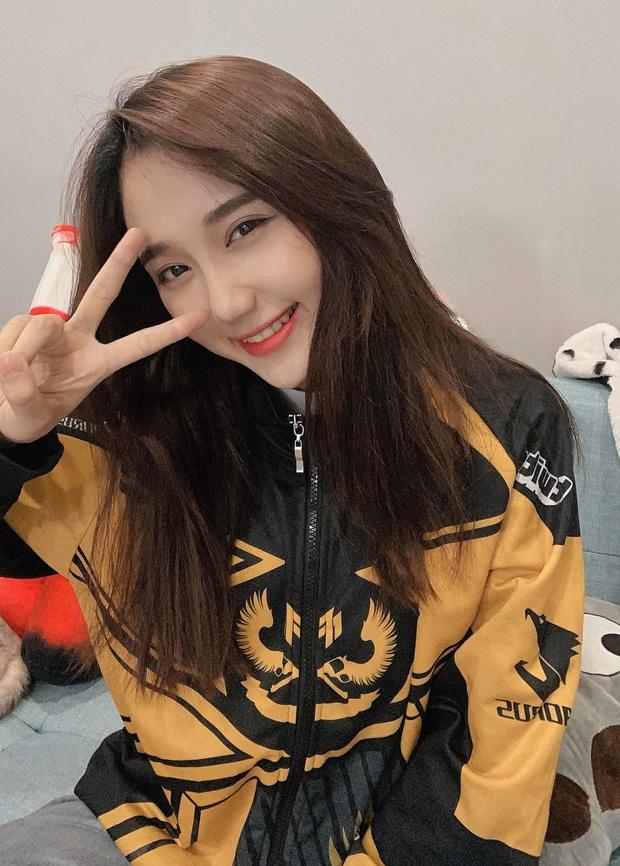 Mina Young phải ngừng livestream vô thời hạn, cộng đồng mạng chia nhiều phe phái, tranh cãi nảy lửa - Ảnh 2.