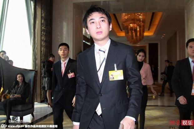 Thiếu gia tỷ đô Vương Tư Thông: 16 tuổi mới biết gia thế, khiến cả Cbiz khiếp vía nhưng không đắc tội với Triệu Lệ Dĩnh và 4 mỹ nhân - Ảnh 4.