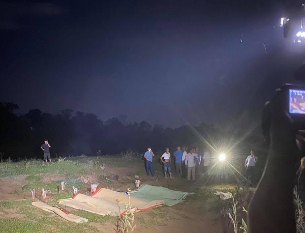 Danh tính 5 nạn nhân tử vong trong vụ ô tô 7 chỗ rơi xuống sông sau va chạm xe máy trong đêm - Ảnh 1.