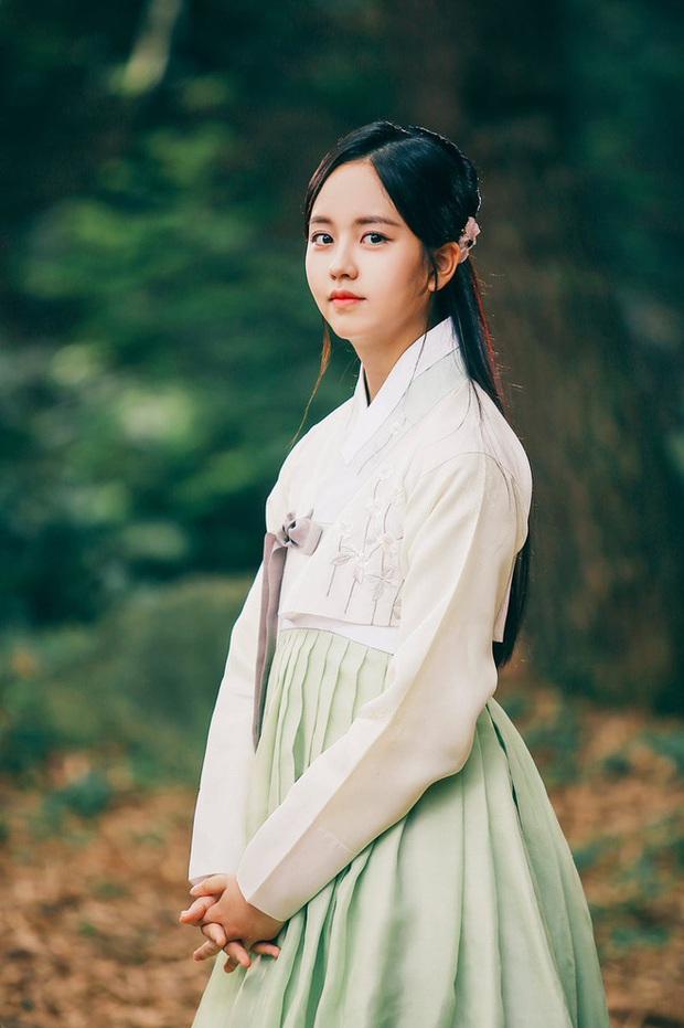 Kim So Hyun thay mỹ nhân Son Ye Jin đóng phim cổ trang, hoá ra NSX mang chị đẹp ra câu view? - Ảnh 1.