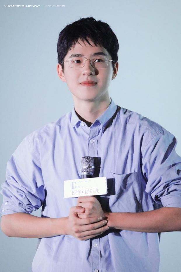 Chỉ đi quảng bá phim mà lại thành chồng người ta, chàng Lưu Hạo Nhiên thật là có hội fan nam mặn nhất quả đất! - Ảnh 1.