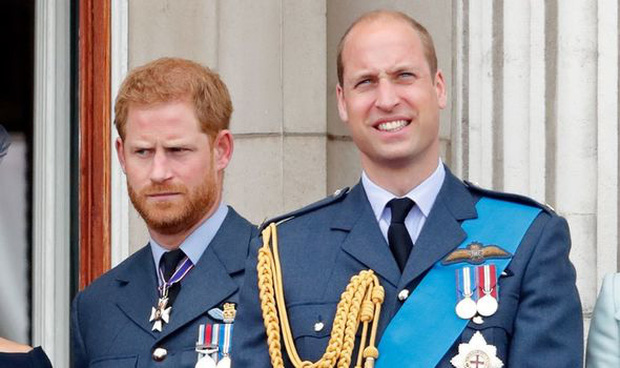 Hoàng gia Anh vừa có động thái dứt khoát loại Harry ra khỏi nội bộ gia tộc, anh trai William cũng được gọi tên trong quyết định mới - Ảnh 3.