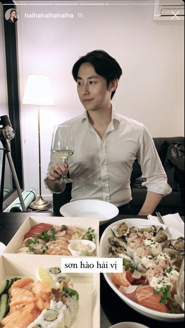 Rocker Nguyễn mặc sơ mi trắng vào bếp nấu ăn cho bồ, sơn hào hải vị gì cũng bị lu mờ vì anh quá đẹp trai - Ảnh 3.
