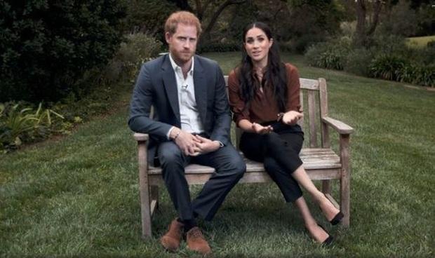Hoàng gia Anh vừa có động thái dứt khoát loại Harry ra khỏi nội bộ gia tộc, anh trai William cũng được gọi tên trong quyết định mới - Ảnh 1.